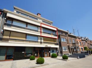 Contacteer 0474 33 27 85 voor meer inlichtingen of een bezoek ter plaatse - Modern, centraal gelegen appartement te Ninove (tweede verdiep). Dit app.