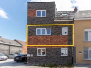 Ninove , Klein-Brabant 51 2e verdiep. Nieuwbouwappartement nabij het centrum van Ninove met veel lichtinval. Dit appartement omvat: inkomhal, keuken,