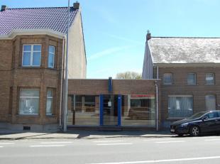 Dit prachtig handelspand is gelegen op de baan Aalst - Voorde in het centrum van KerkskenDe binnenoppervlakte van dit pand is +- 140 m2.Er is een toil