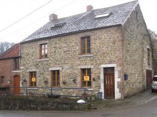 Hermeton-sur-Meuse .<br /> Typische woning van de streek gebouwd in natuursteen (Pierre de pays). Op en met grond van 10a 80ca en gelegen in het mooie