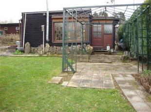 Te moderniseren chalet met grond van 215m² gelegen in het domaine 'Relax Meuse' op ongeveer 1km van het centrum van Hastière.