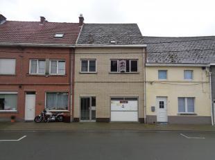 WSB-IMMO biedt u deze op te frissen woning voorzien van tuintje gelegen in een aangename buurt te Ninove ! Deze statige woonst bevat veel potentieel e