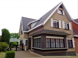 WSB-immo biedt u deze zeer goed onderhouden half open bebouwing aan te Nederboelare. Dit gebouw heeft een zéér interessante ligging voor