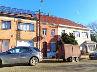 WSB-immo biedt u deze te renoveren gesloten starterswoning aan met tuin gelegen in een deelgemeente van Ninove, Nederhasselt. Deze woning is geschikt