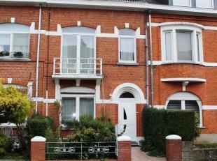 Cette maison 2 façades entièrement rénovée se compose comme suite: entrée, salon + salle à manger, cuisine o
