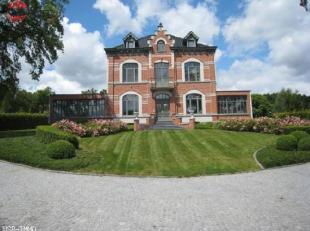 Wilt u graag 'exclusief' wonen? Wakker worden met een weids uitzicht op het prachtige Huldenberg? Wegdromen in een volledig gerenoveerd kasteel? DAN I