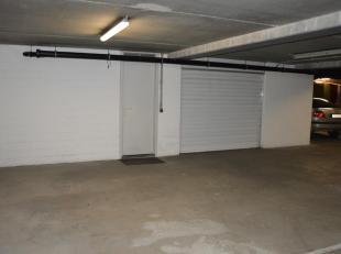 DUBBELE GARAGEBOX, STOCKAGERUIMTE EN WASRUIMTE / CENTRAAL GELEGEN . Unieke garagebox/berging die zich bevindt in de kelderverdieping van de centraal g