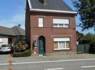 Het betreft een landelijk gelegen woning met veranda, tuin en garage te Oosterzele langs de Geraardsbergse steenweg 161. De woning omvat op het gelijk