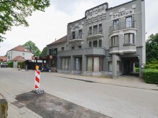 Dit gelijkvloers appartement maakt deel uit van een gerestaureerd pand, gelegen aan het Kluisbos. Topper voor wie houdt van groen en rust.<br /> Besta