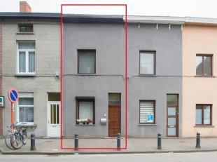 In het centrum van de levendige stad Gent vinden we deze knusse gesloten bebouwing.De woning is in de voorbije jaren al grondig gemoderniseerdwaardoor