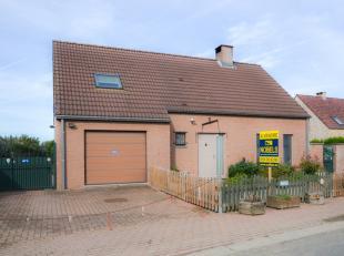 <br /> Située dans le village d'Isière, vous trouverez cette maison 4 façades sur une superficie de 2575m².La maison est div