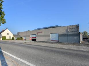 Commercieel gelegeninteressant pand bestaande uit een instapklare woning met 2 aanpalende magazijnen/ateliers te Kruishoutem/Lozer, centraal gelegen t