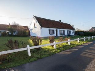 Uiterst gunstig en landelijk gelegen te renoveren charmante hoeve met zongerichte tuin, garage en in te richten stalling!Unieke ligging!Gelegen nabij