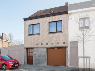 In een rustige éénrichtingsstraat ten noorden van het centrum van Kortrijk, bevindt zich deze gezellige woonst. Het is de ideale gezinsw