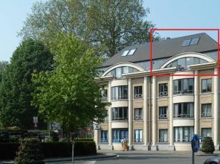 In een gegeerd appartementencomplex in het hart van Oudenaarde huist dit uiterst verzorgde en instapklare duplexappartement. De ligging is uitstekend,