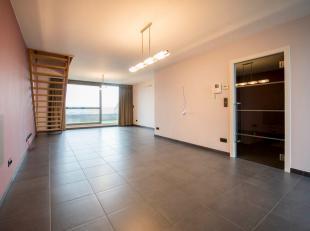 In een gegeerd appartementencomplex in het hart van Lochristi huist dit uiterst verzorgde en instapklaar duplexappartement! De ligging is uitstekend,