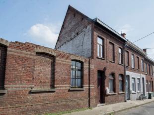 Knusse starterswoning is gelegen net buiten de stadsrand van Ronse. Door zijn ligging, in een zijstraat van de hoofdbaan kan je genieten in alle rust