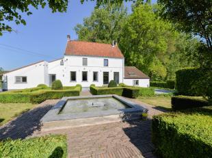 Gelegen temidden het groene landschap van de landelijke gemeente Brakel, bevindt zich deze luxueus afgewerkte woning.De woning is gelegen op een absol