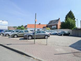 Op een heel strategische ligging aan N60 in Ronse treffen we dit veelzijdig handelspand met veel parkeergelegenheden. Het pand bevindt zich op maar li