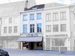 Voor wie werken en wonen wil combineren in het stadscentrum van Oudenaarde ,dan is dit de uitgelezen kans! Betreft een uiterst commercieel gelegen han