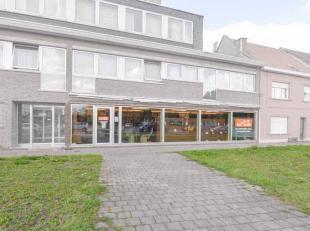 Te huur commercieel pand op zeer gunstige locatie in Zwijnaarde. Dit mooi commercieel pand ligt op een zeer gunstige locatie in Zwijnaarde, dicht bij