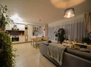 Te huur gunstig gelegen appartement in Geraardsbergen. In het landelijke Ophasselt (deelgemeente van Geraardsbergen) treffen we dit lichtrijk appartem