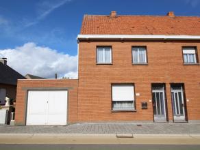 Deze te renoveren woning is gelegen nabij het centrum van Zingem en geniet een eetplaats, een salon, kelder, keuken, badkamer, 3 slaapkamers, een zold