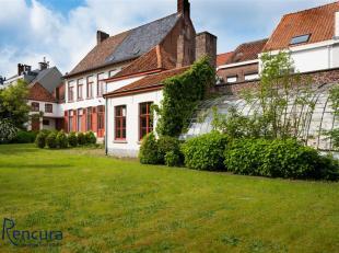 Deze karaktervolle herenwoning met koetshuis gelegen in het centrum van Poperinge dateert uit 1800.<br /> Deze uitzonderlijke woning biedt vele mogeli