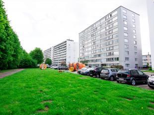 Mooi onderhouden 2-slaapkamer appartement +/- 89m² op de 4de verdieping in residentie Kievit. Het appartement is rustig gelegen met prachtig zich