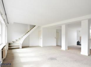 Appartement van 125m² met 2 slaapkamers, 2 badkamers (1 met douche en lavabo, 1 met bad en lavabo); open keuken, apart toilet<br /> Mooi uitzicht