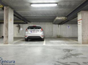 5 staanplaatsen te koop in een recente ondergronds garagecomplex.<br /> Gelegen in het centrum van Wachtebeke. Prijs per staanplaats 12.500 EUR.<br />