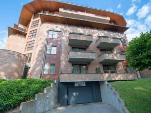 Ce bel appartement est situé sur la Vorstlaan en face de Val Duchesse et près du Woluwepark. Dans un environnement verdoyant et pourtant