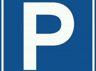 Deze ondergrondse parkeerplaats bevindt zich in residentie Fenix te Evere.