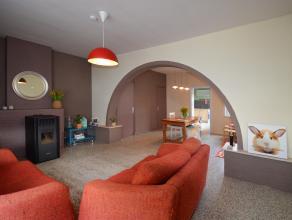 Dankzij een grondige renovatie voldoet deze woning aan de hedendaagse stijl en straalt ze veel warmte en gezelligheid uit. Pluspunt: de elektriciteit