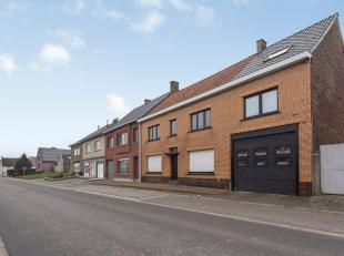 Aan de rand van de Vlaamse Ardennen, wacht deze zeer ruime woning op een nieuwe eigenaar die graag de handen uit de mouwen steekt.<br /> De woning is