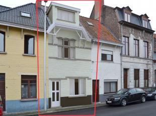 Te renoveren gesloten woning met tuintje op een perceel van 70 m² met 3 slaapkamers.<br /> Vergund plan in bijlage.<br /> Een bezoek waard voor w