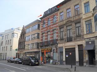 In het kloppend hart van Gent, op wandelafstand van de Korenmarkt en zijn winkelstraten treft u 3 hoog dit vernieuwd dakappartement (type 1 slpk) met