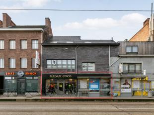 Handelsruimte op uiterst commerciële locatie aan de drukbezochte Brusselsesteenweg, de verbinding tussen centrum Gent en zijn randgemeenten. De h