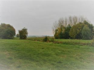 Bijzondere opportuniteit voor de aankoop van 3 afzonderlijke bouwgronden aan 70/m² in Popuelles (Celles) bij Doornik. <br /> Een landelijke gemee