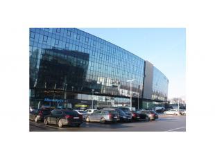 Het businesscentrum beschikt over een uitgebreide dienstverlening en is een unieke inspirerende locatie gelegen nabij het Klaverblad te Zwijnaarde en