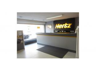 Deze kantoorruimte is gelegen op het gelijkvloers van een appartementsgebouw aan het Groenevalleipark te Gent, directe aansluiting met de kleine ring