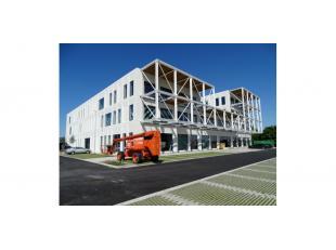 """Het betreft een nieuwbouw project """"R Plaza"""" bestaande uit kantoor- en commerciële ruimtes op een uitstekende zichtlocatie langsheen de ringweg ro"""