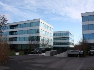Dit nieuwbouw kantorenpark behelst 3 identieke gebouwen bestaande uit 4 bouwlagen op een verhoogde sokkel te Zwijnaarde. Het kantorenpark wordt omgeve