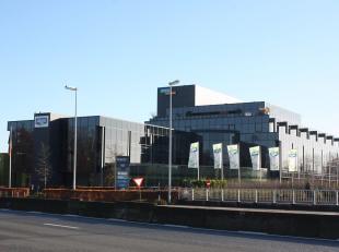 Het betreft een kantoorgebouw met een strategische ligging aan de op- en afrit van de E40. Dit gebouw is voorzien van een onder- en bovengrondse parki