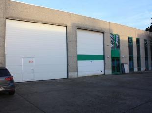 Budgetkantoren gelegen in een functioneel bedrijfsgebouw te Sint-Amandsberg, vlakbij de N70 en op 1,5km van Gent Dampoort. De kantoorruimtes worden mo
