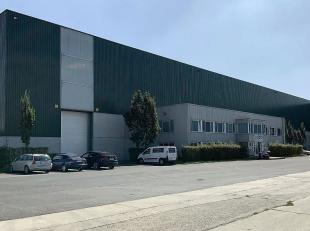 Het betreft een magazijn dat deel uitmaakt van een groter bedrijfspand. Met een uitstekende ligging aan het Klaverblad (Kruising E40-E17) te Zwijnaard