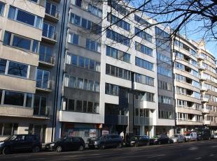Ingerichte kantoren in loftstijl gevestigd in een businesscenter, met uitgebreide dienstverlening, gelegen te Gent. Deze genieten een zeer goede berei