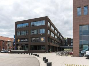 Flexibele kantoorruimtes in modern kantoorcomplex gelegen te Ledeberg, een uitstekende bereikbaarheid door de nabijheid van het openbaar vervoer en de