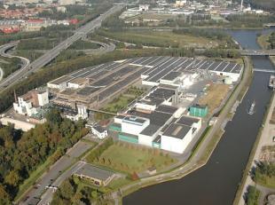 Diverse opslagruimtes gelegen te Zwijnaarde, op 100m van het Klaverblad te Zwijnaarde. Vlotte verbinding met E17, E40 en R4. Beschikbare opp.: Uitrust
