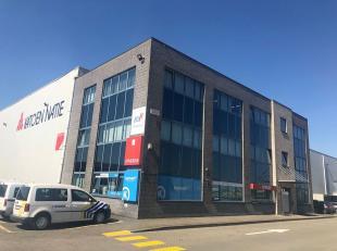 Goed uitgeruste en instapklare kantoorruimte met bijhorende parking gelegen te Desteldonk, nabij de Kennedybaan. Beschikbare opp.: Uitrusting: